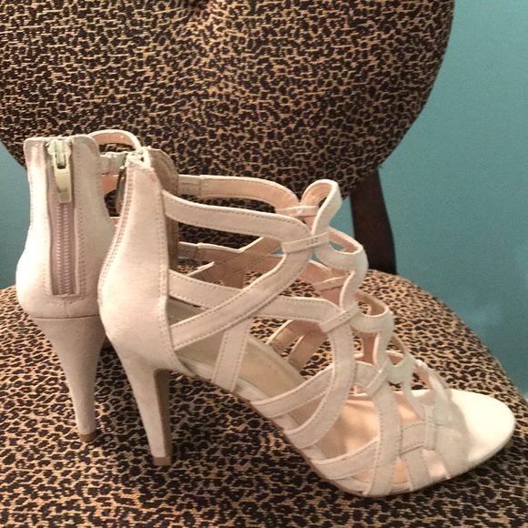 dab4fe6b880 Kelly   Katie Shoes - Size 7 Kelly   Katie cream heeled sandals NWOT